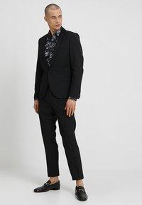 Twisted Tailor - HEMINGWAY SUIT - Suit - black - 1