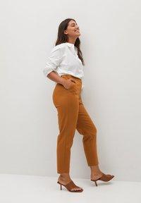 Violeta by Mango - CORE - Trousers - karamel - 3