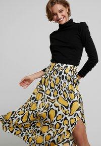 Gestuz - IRINA SKIRT - Maxi sukně - yellow - 3