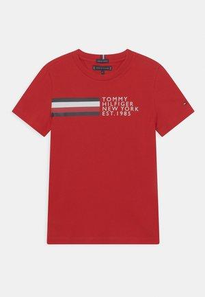 GLOBAL STRIPE GRAPHIC - Camiseta estampada - deep crimson