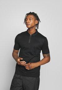 HUGO - DOLDEN - Polo shirt - black - 0