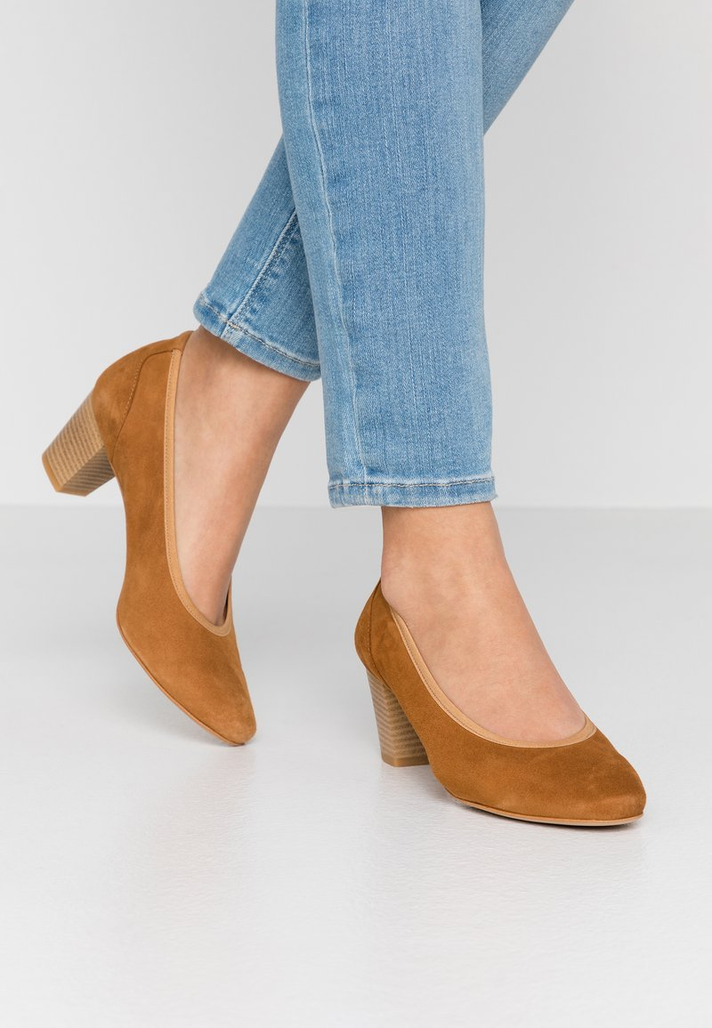 PERLATO - Classic heels - camel