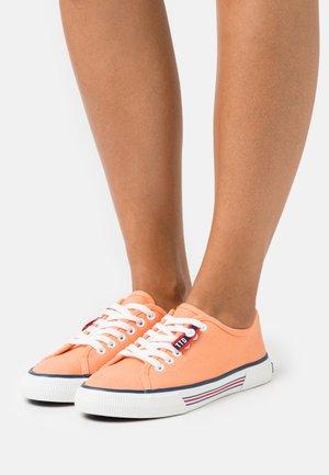 Sneakers basse - salmon