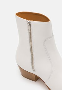 Everyday Hero - ZIMMERMAN ZIP BOOT - Classic ankle boots - white - 5
