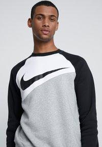 Nike Sportswear - CREW - Sweatshirts - grey heather/white/black - 4