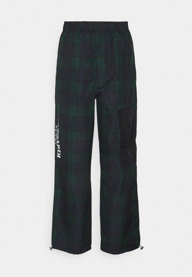 TROUSERS TRACK PANT - Teplákové kalhoty - green