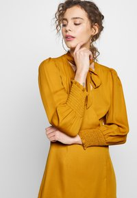 Fashion Union - PEEPO - Day dress - yellow - 4
