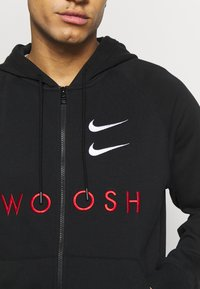 Nike Sportswear - M NSW HOODIE FZ FT - Bluza rozpinana - black/university red - 5