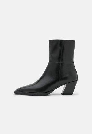 ALINA - Korte laarzen - black