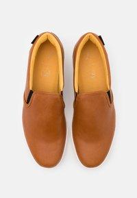 Puma Golf - OG SLIP ON ARNOLD PALMER - Chaussures de golf - brown - 3