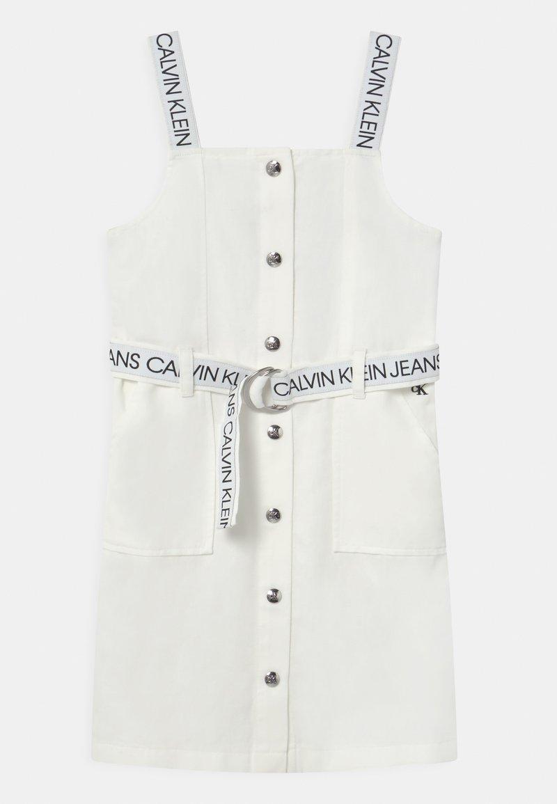 Calvin Klein Jeans - BUTTON DOWN LOGO STRAP  - Denní šaty - white