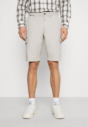 JOHN CARGO - Shorts - sand