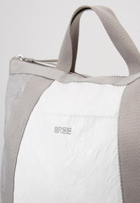 Bree - VARY BACKPACK - Sac à dos - grey/white - 5