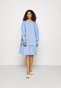 Résumé - DEE DRESS - Denní šaty - dove - 0