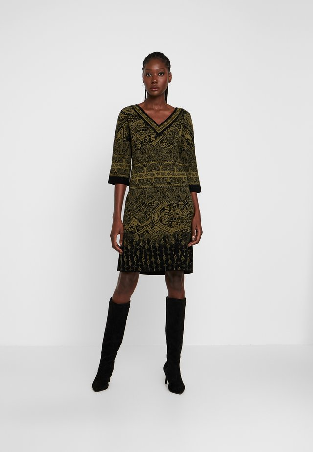 V NECK DRESS PATTERN - Pletené šaty - black