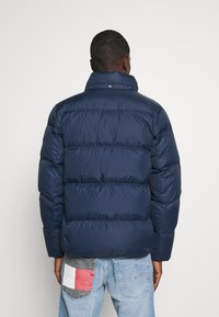 Tommy Jeans - TJM ESSENTIAL DOWN JACKET - Bunda z prachového peří - twilight navy - 3