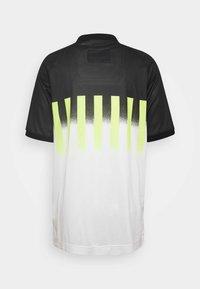Nike Sportswear - RE ISSUE - Polo shirt - volt/black - 1