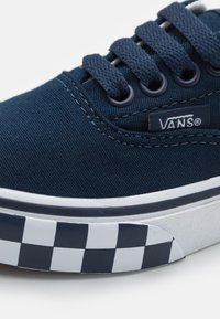 Vans - ERA UNISEX - Trainers - dress blue/true white - 5