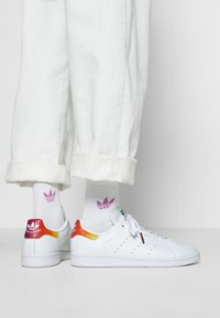 adidas Originals - STAN SMITH - Trainers - footwear white - 0