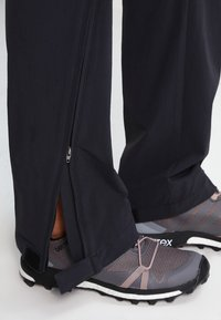 Vaude - WOMENS FARLEY STRETCH ZIP PANTS - Bukse - black - 7
