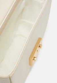 Seidenfelt - ROROS MOON - Across body bag - beige/gold-coloured - 2