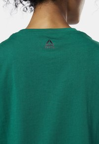 Reebok - MEET YOU THERE REEBOK MUSCLE TANK TOP - Sports shirt - clover green - 4