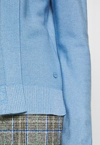 MAERZ Muenchen - CARDIGAN - Cardigan - forget me not - 5