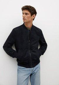 Mango - MIT WILDLEDER-EFFEKT - Faux leather jacket - dunkles marineblau - 0