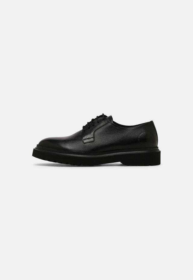 BRUCE - Šněrovací boty - black