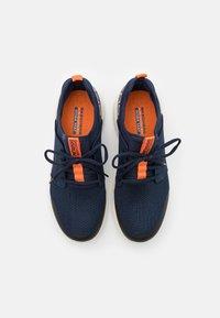 Skechers Performance - GO RUN FAST - Chaussures de running neutres - navy/orange - 3