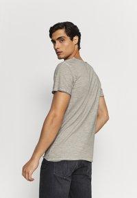 Key Largo - Print T-shirt - silver - 2