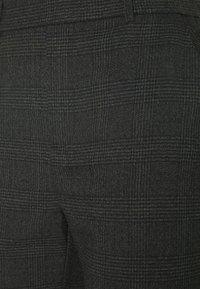 Vero Moda Tall - VMMAYA ALEC CHECK PANT - Kalhoty - dark grey melange/black - 2