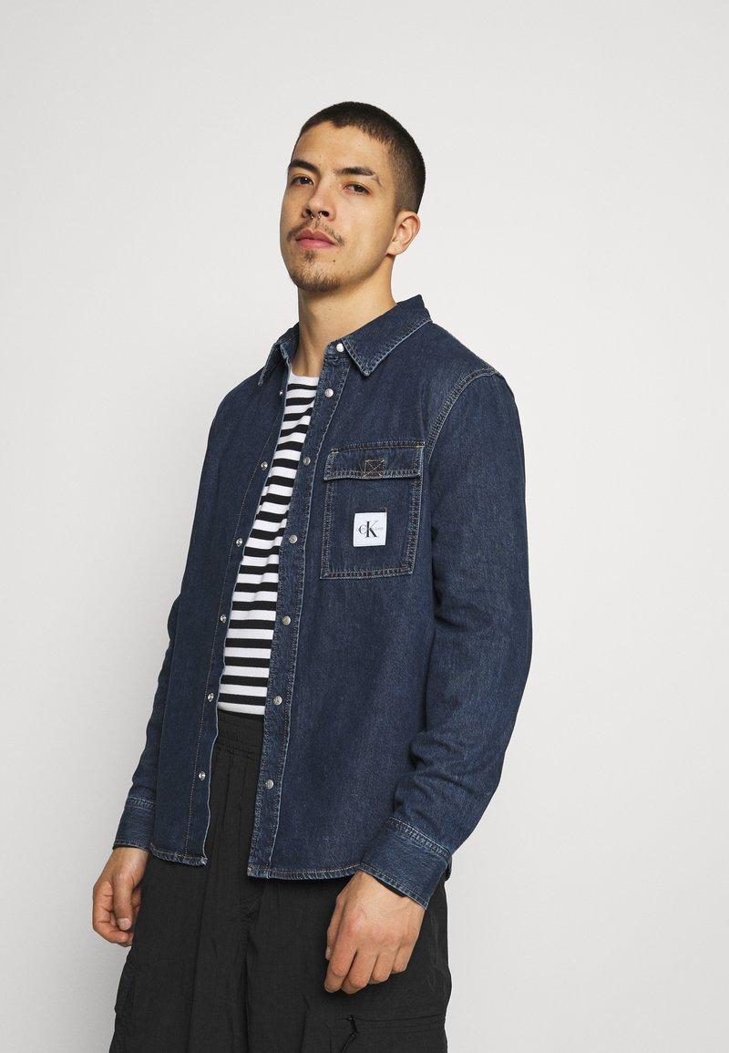 Calvin Klein Jeans - SKATE  - Shirt - denim medium