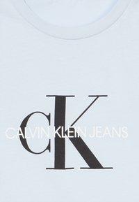 Calvin Klein Jeans - MONOGRAM LOGO UNISEX - Camiseta estampada - blue - 3