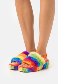 UGG - FLUFF YEAH SLIDE CALI COLLAGE - Slippers - rainbow - 0