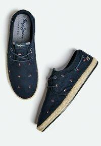 Pepe Jeans - TOURIST BRENNAN - Sneakers - azul marino - 3