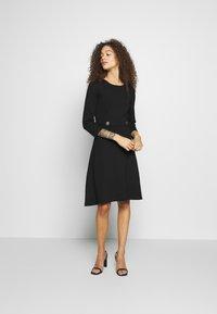 Anna Field Petite - DRESS FIT&FLARE - Jersey dress - black - 1