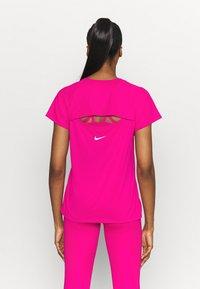 Nike Performance - ICON CLASH MILER  - Print T-shirt - fireberry/white - 2