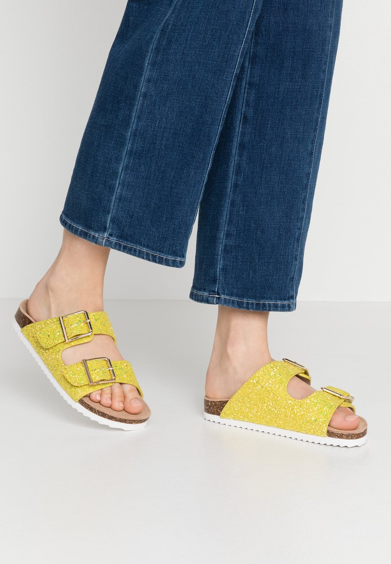 Colors of California - Slippers - yellow
