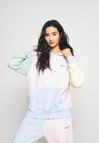 Nike Sportswear - HOODIE - Luvtröja - pink foam /hydrogen blue - 0