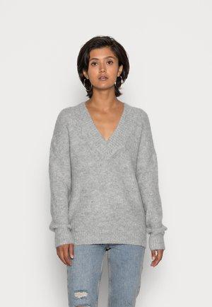 ONLZOLTE V NECK - Strickpullover - light grey melange