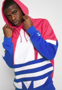 adidas Originals - OUT HOOD - Sweat à capuche - powpnk/white/royblu - 3