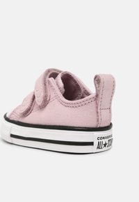 Converse - CHUCK TAYLOR ALL STAR SHIMMER UNISEX - Sneakers laag - himalayan salt/white/black - 4