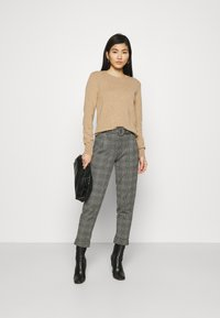 Marks & Spencer London - BELTED TROUSER - Pantalones chinos - grey - 1