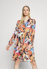 Emily van den Bergh - MIDI - Denní šaty - multicolour - 0