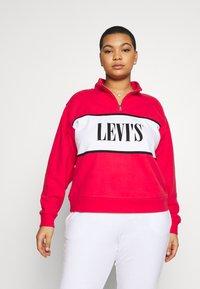Levi's® Plus - LOGO - Collegepaita - brilliant red - 0