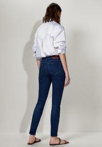 Massimo Dutti - MIT MITTELHOHEM BUND - Jeans Skinny Fit - blue - 2