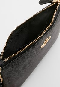 Coach - SMALL WRISTLET - Kopertówka - black - 3