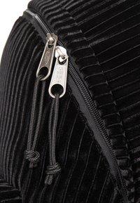 Eastpak - PADDED PAK'R - Rucksack - velvet black - 5