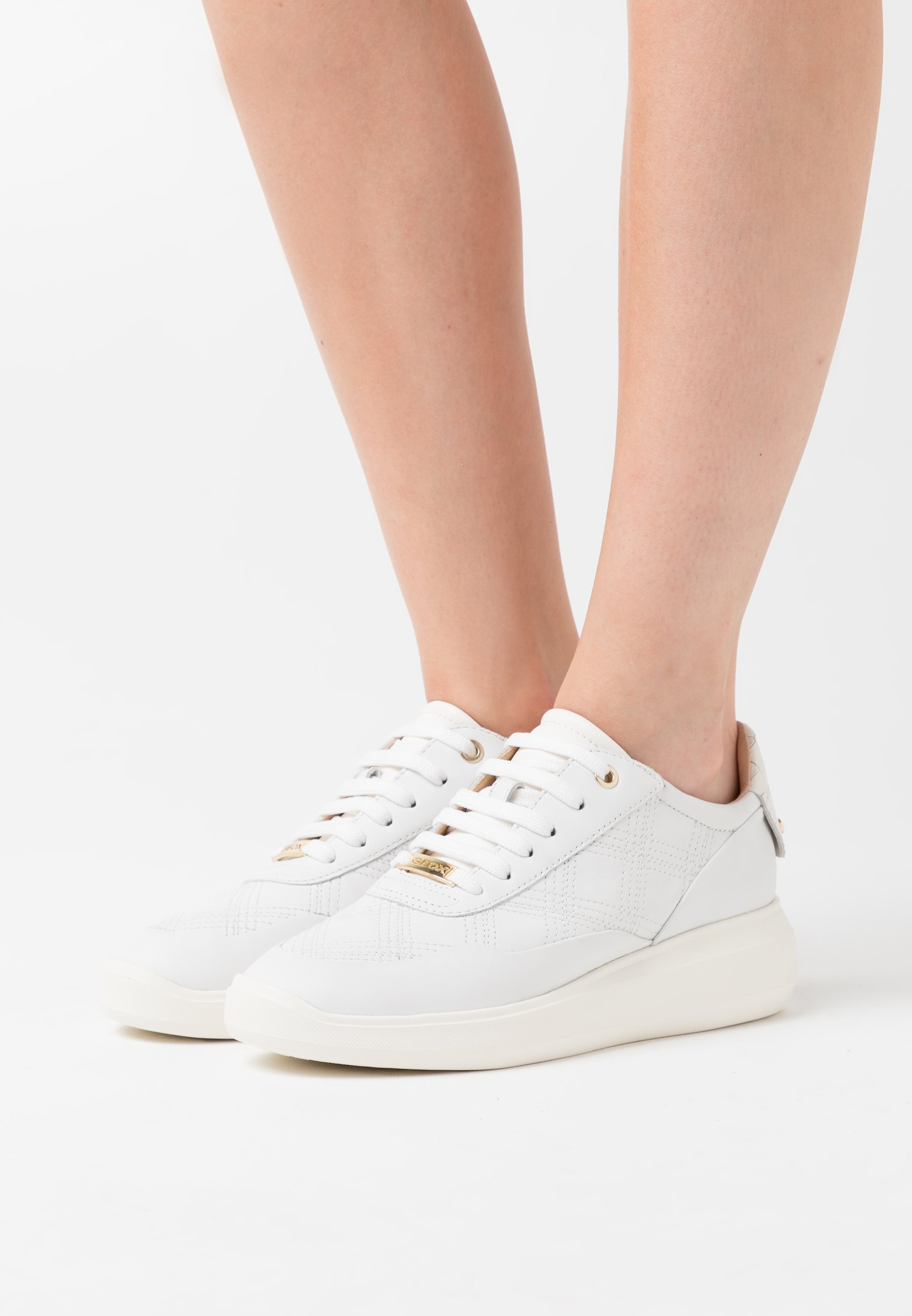 RUBIDIA Sneaker low white